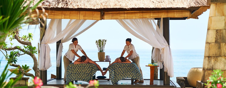 โรงแรม Conrad Bali ประเทศไทย - การนวดเป็นคู่กลางแจ้ง