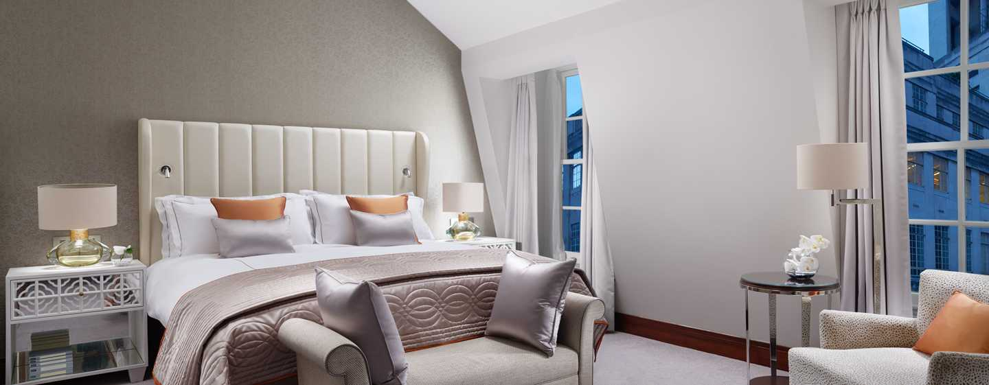 Conrad London St James Hotel, Großbritannien – Conrad Suite mit King-Size-Bett