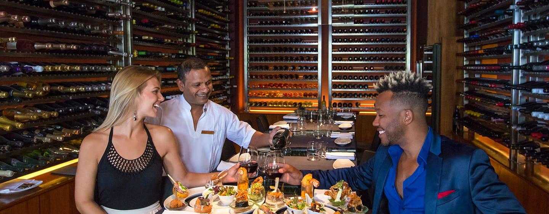 โรงแรม Conrad Maldives Rangali Island มัลดีฟส์ - The Cheese and Wine Bar