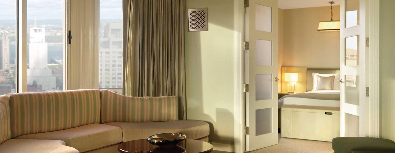 The London NYC, EE. UU. - Sala de estar de la suite London Atrium