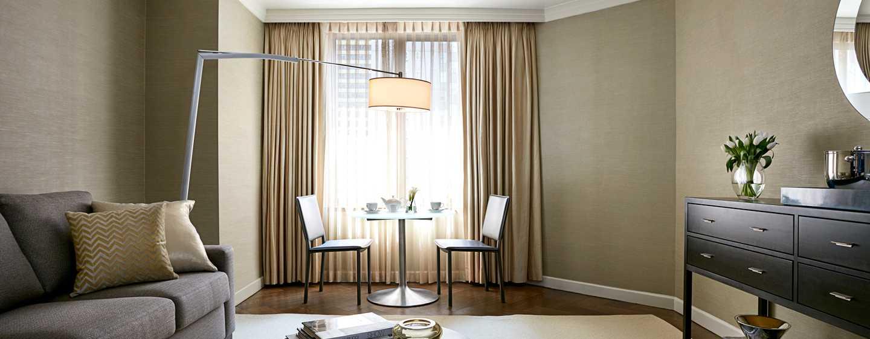 The London NYC, EE. UU. - Sala de estar de la suite London Crown