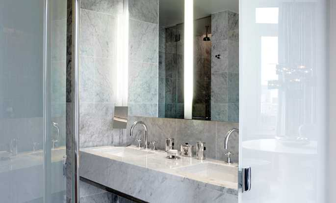 The London NYC, Stati Uniti d'America - Bagno della Suite London Sky