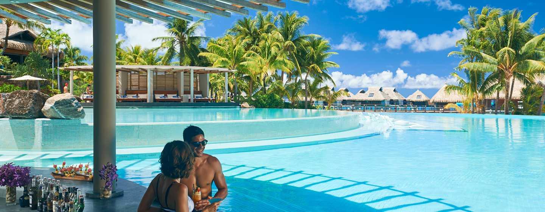 Hôtel Conrad Bora Bora Nui, Polynésie française - Petit déjeuner buffet - Bar de la piscine Tarava