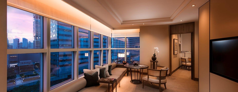โรงแรม Conrad Centennial Singapore - ห้องนั่งเล่นในห้องเซ็นเท็นเนียลสวีท