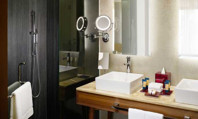 The Fives Downtown Hotel & Residences, Curio Collection by Hilton, Playa del Carmen, México - Baño de la suite