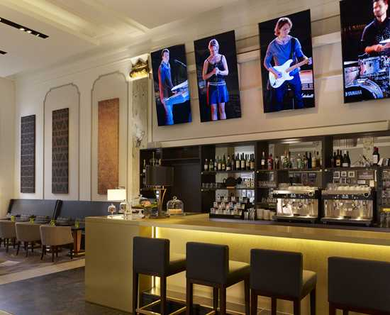Reichshof Hamburg, Curio Collection by Hilton, Tyskland – EMIL'S Cafe Bistro & Bar