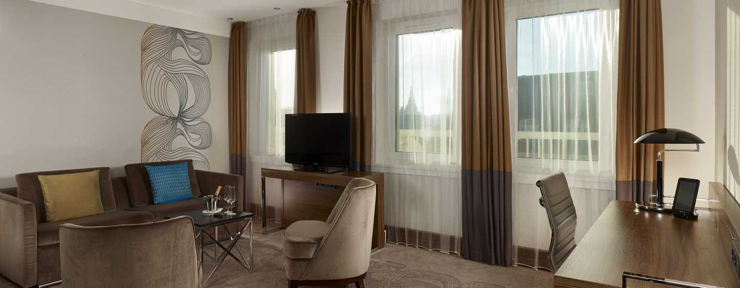 Reichshof Hamburg, Curio Collection by Hilton – One Bedroom Suiten