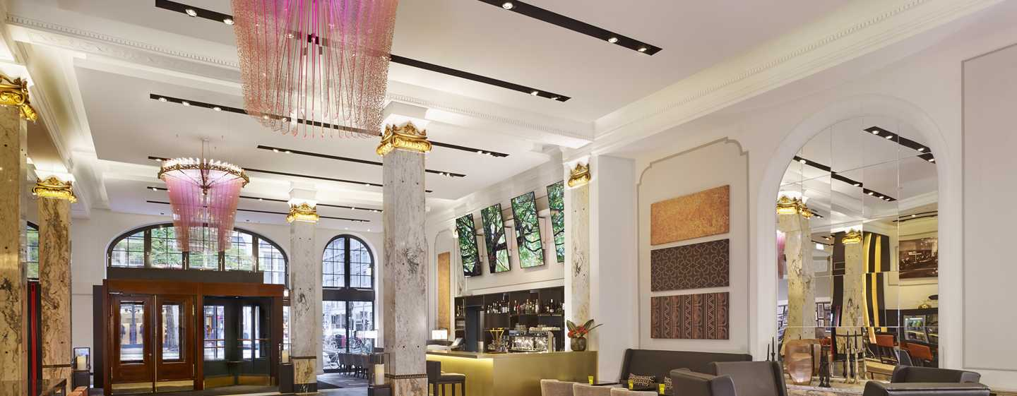 Reichshof Hamburg, Curio Collection by Hilton – Hotelhalle