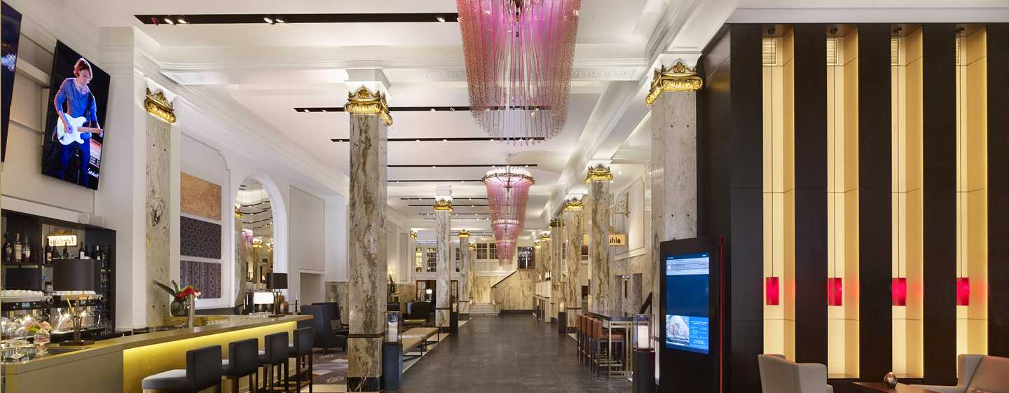 Reichshof Hamburg, Curio Collection by Hilton – Hotel-Lobby