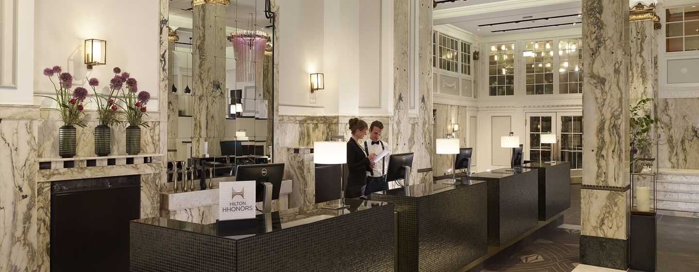 Reichshof Hamburg, Curio Collection by Hilton – Empfang