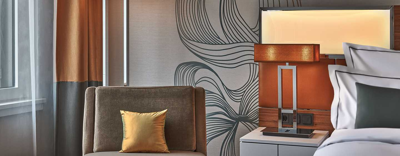 Hôtel Reichshof Hamburg, Curio Collection by Hilton, Allemagne - Canapé dans une chambre