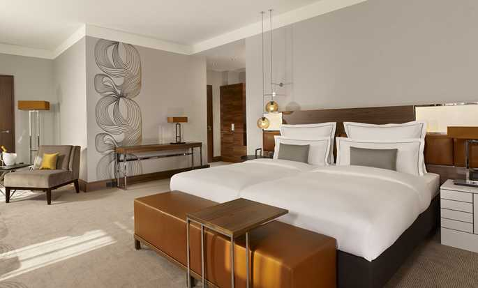 Reichshof Hamburg, Curio Collection by Hilton - Juniorsuite