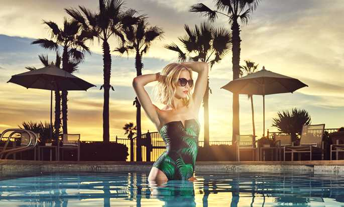 Hotel Beach Village at The Del, Curio Collection by Hilton, California, EE. UU. - Mujer en la piscina