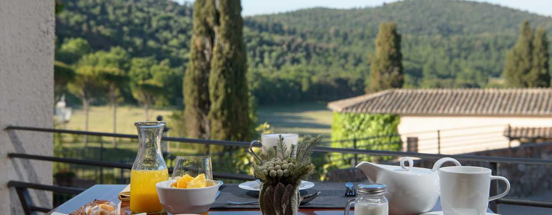 Hôtel La Bagnaia Golf & Spa Resort Siena, Curio Collection by Hilton, Italie - Petit déjeuner avec vue