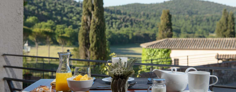 La Bagnaia Golf &Spa Resort Siena, Curio Collection by Hilton, Italien– Frühstück mit Ausblick