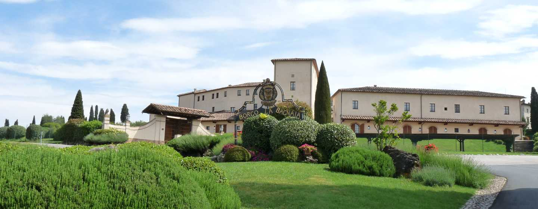 La Bagnaia Golf& Spa Resort Siena, Curio Collection by Hilton Hotel, Italien– Haupteingang des Resorts
