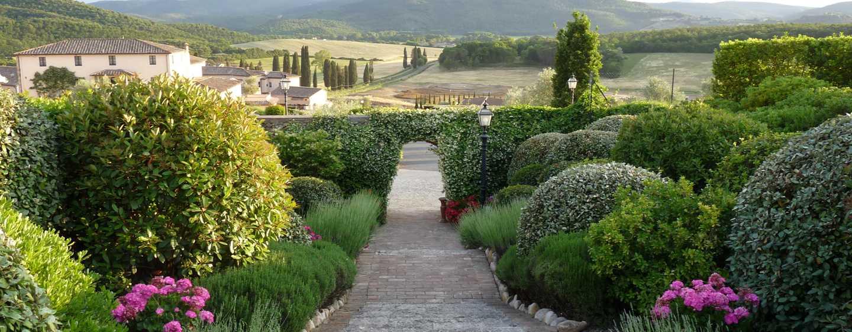 Hôtel La Bagnaia Golf & Spa Resort Siena, Curio Collection by Hilton, Italie - Chemin fantastique vers Borgo Bagnaia