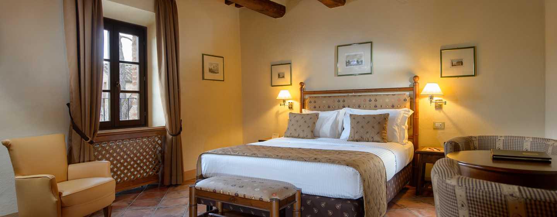 La Bagnaia Golf &Spa Resort Siena, Curio Collection by Hilton, Italien– Doppelzimmer Borgo Filetta