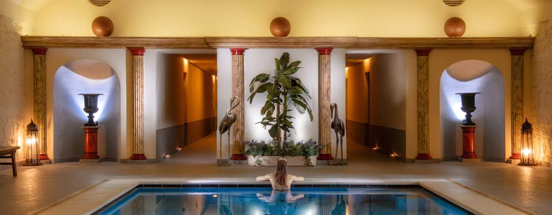 La Bagnaia Golf &Spa Resort Siena, Curio Collection by Hilton, Italien– Innenpool des Buddha Spa