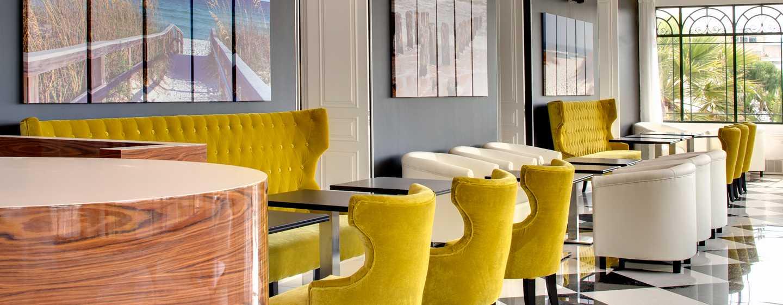 Grand Hotel des Sablettes Plage, Curio Collection by Hilton - Restaurant La Galerie