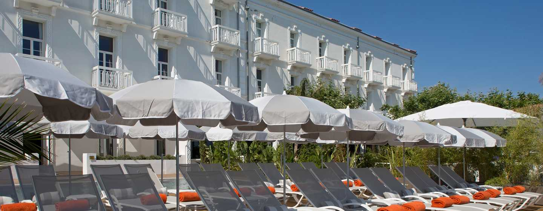 Grand Hotel des Sablettes Plage, Curio Collection by Hilton - Piscine