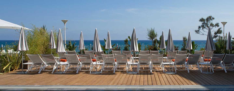 Grand Hotel des Sablettes Plage, Curio Collection by Hilton - Vue de la plage depuis l'hôtel