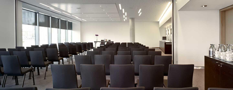 Houdt uw vergadering, evenement of businessmeeting in een van de zalen van DoubleTree by Hilton Amsterdam Centraal Station.