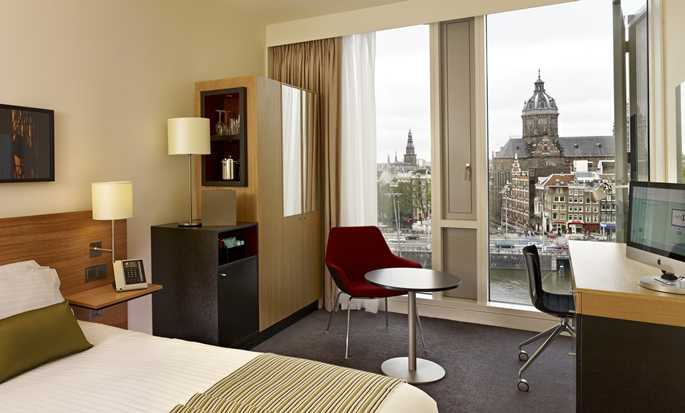 Hôtel DoubleTree by Hilton Amsterdam Centraal Station, Pays-Bas - Chambre avec grand lit