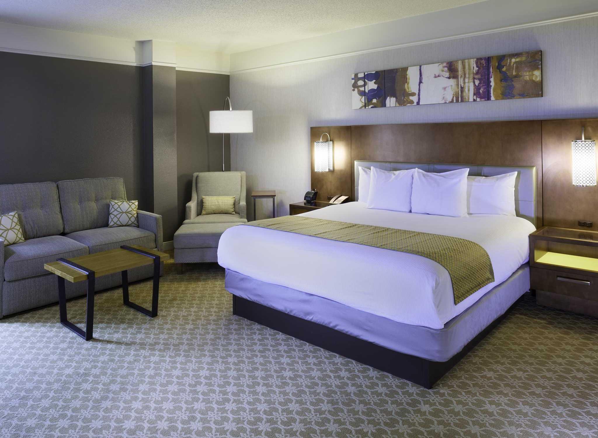 hotels in atlanta buckhead doubletree buckhead. Black Bedroom Furniture Sets. Home Design Ideas
