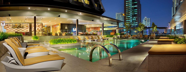 DoubleTree by Hilton Sukhumvit Bangkok - ร้านอาหารริมสระ Mosaic