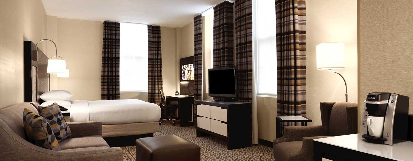 DoubleTree by Hilton Hotel Boston – Downtown, USA – Deluxe Zimmer mit King-Size-Bett