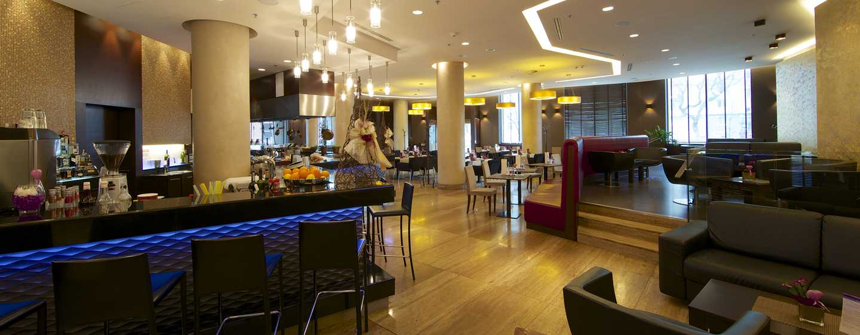 DoubleTree by Hilton Hotel Bratislava – Toscana Italian Bistro Lounge