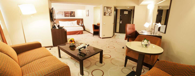 DoubleTree by Hilton Hotel Bucharest, Rumunia – Apartament King Junior ze strefą wypoczynkową