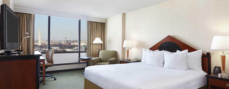 DoubleTree by Hilton Hotel Washington DC – Crystal City, VA – Zimmer mit King-Size-Bett und Ausblick
