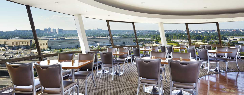 DoubleTree by Hilton Hotel Washington DC – Crystal City, VA – Skydome Lounge mit Blick auf das Pentagon