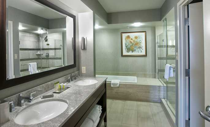 DoubleTree by Hilton Hotel Washington DC – Crystal City, USA – Badezimmer der Suite