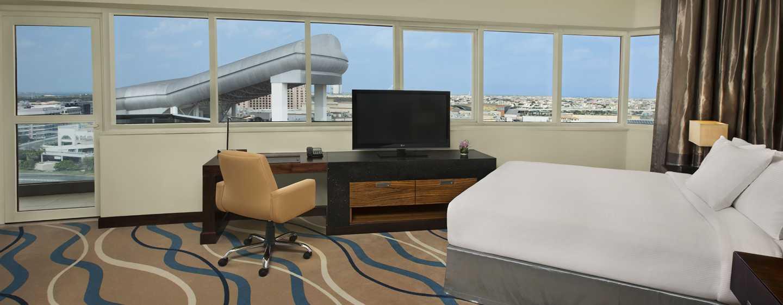 DoubleTree by Hilton Hotel and Residences Dubai – Al Barsha -hotelli, Yhdistyneet Arabiemiirikunnat – Deluxe-huone parvekkeella