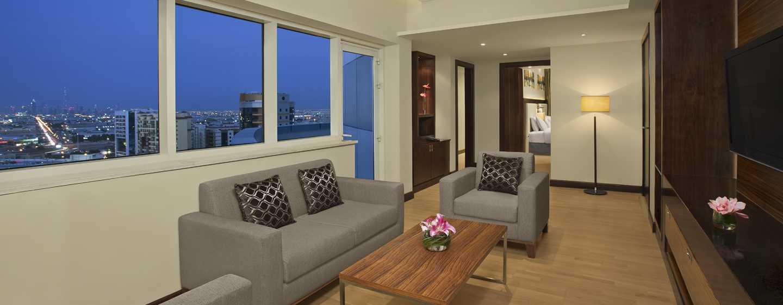 DoubleTree by Hilton Hotel and Residences Dubai – Al Barsha -hotelli, Yhdistyneet arabiemiirikunnat – kahden makuuhuoneen sviitti, olohuone