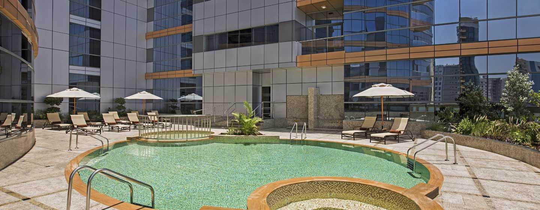 DoubleTree by Hilton Hotel and Residences Dubai – Al Barsha -hotelli, Yhdistyneet Arabiemiirikunnat – ulkouima-altaan alue