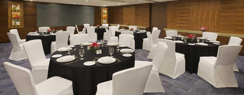 DoubleTree by Hilton Hotel and Residences Dubai – Al Barsha -hotelli, Yhdistyneet Arabiemiirikunnat – kokoushuone, somistus juhlaillallista varten