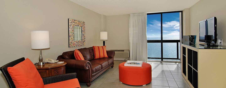 Bahia Mar Fort Lauderdale Beach – a DoubleTree by Hilton Hotel, EUA – Área de estar da suíte