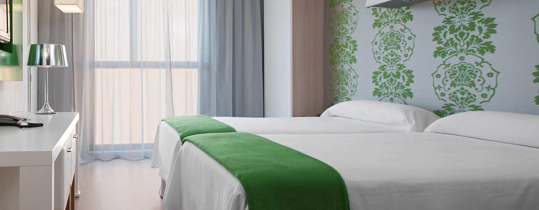 DoubleTree by Hilton Girona, España -  Habitación con camas gemelas