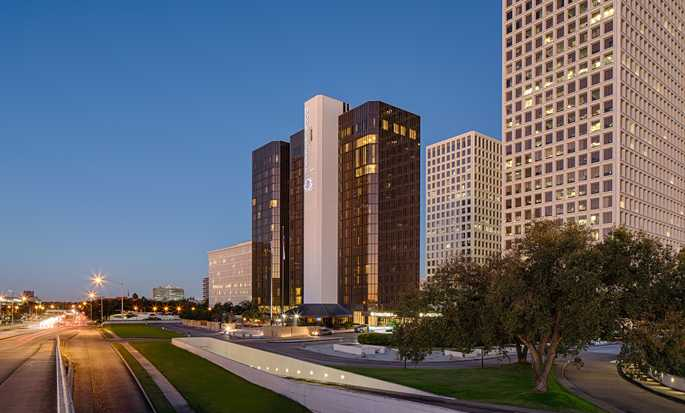 Hotel DoubleTree by Hilton Houston - Greenway Plaza - Fachada del hotel