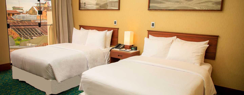 Hotel DoubleTree by Hilton Iquitos, Perú - Dormitorio con camas dobles