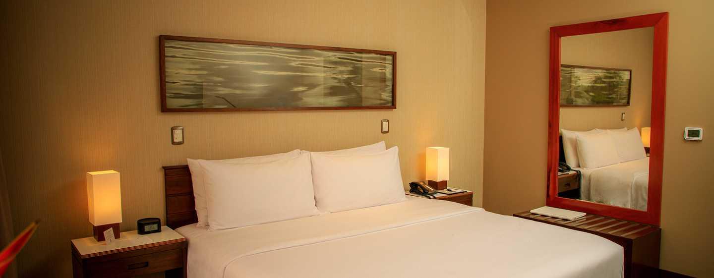 Hotel DoubleTree by Hilton Iquitos, Perú - Habitación con cama King