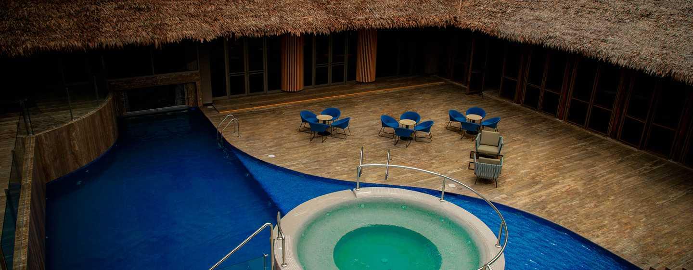 Hotel DoubleTree by Hilton Iquitos, Perú - Área de la piscina al aire libre