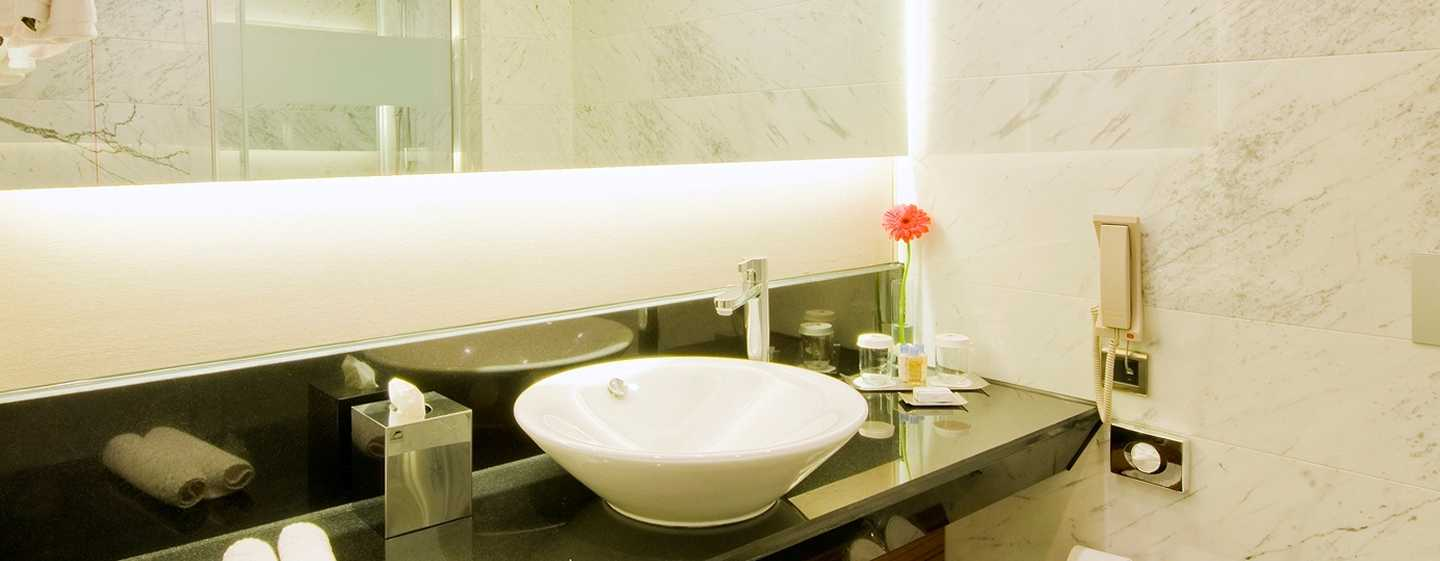 DoubleTree by Hilton Hotel Istanbul – Old Town, Türkei – Badezimmer des Standard Zimmers