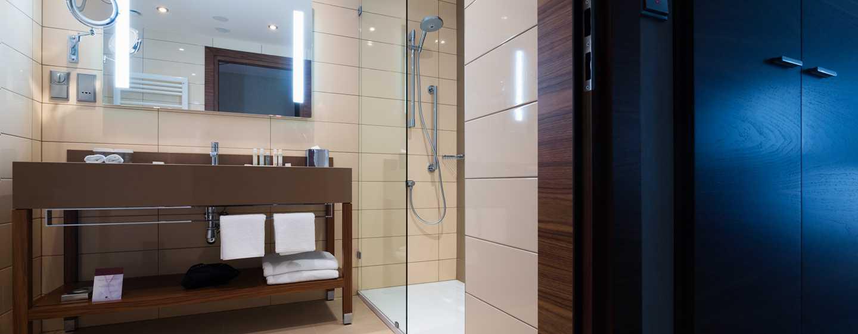 DoubleTree by Hilton Kraków Hotel & Convention Center, Polska – Łazienka wpokoju dla gości typu King