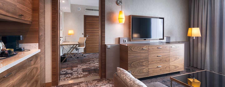 DoubleTree by Hilton Kraków Hotel & Convention Centre, Polska – Apartament King zjedną sypialnią izdostępem do salonu