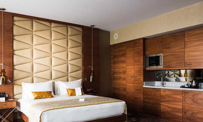 DoubleTree by Hilton Kraków Hotel & Convention Center, Polska – Apartament typu King Junior